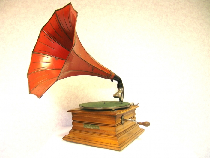 The season model of 1909 - The Cecil Zonophone gramophone. #music #vintage #heritage